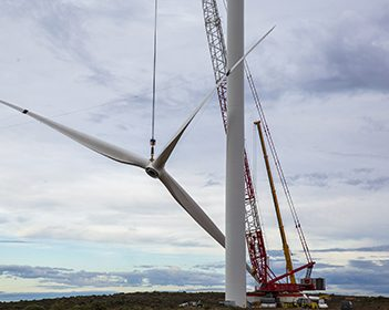 Wind turbine lifting